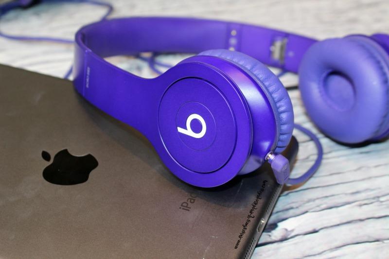 Tablet & Headphones